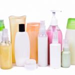 Veel scrubs en cosmetica bevatten microplastics.