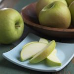 Arctic Granny Smith with slices. Photo: OSF.