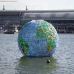 In 2012, Peter Smith constructed a globe from plastic litter, in order to draw attention to this issue. It floated in Amsterdam for a while. Photo: Peter Smith.